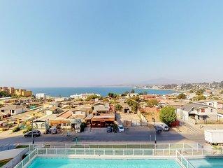 Comodo depto. con vista al mar y piscina - Cozy apt. with oceanview & pool