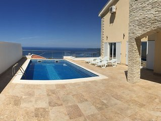Luxury Spacious Villa with swimming pool and stunning views