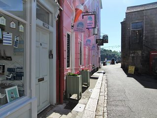 Quayside: A Fab Central Fowey Town House