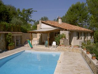 Family villa in Provence: pool, playgrounds, sleeps 10, flexible A/D dates.