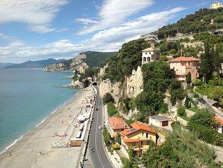 Casa con terrazzo con meravigliosa vista mare a tre minuti dalla spiaggia