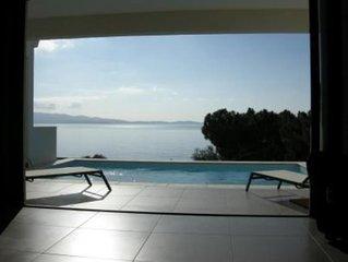 Villa contemporaine avec piscine a 100 m de la mer, dans residence de standing