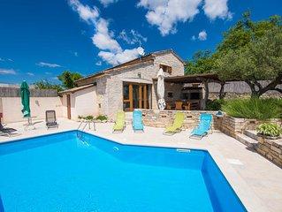 Vollständig umzäunt, privater Pool, komplett klimatisiert, haustierfreundlich