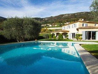 Villa neo provencale de charme, piscine, pool-house, tres calme, sud, oliviers