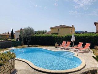Maison familiale avec piscine, terrasse, climatisation, wifi et parking
