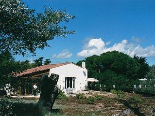 Villa en pleine nature,sur vaste terrain clos près de la plage .4 pers