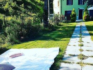 Intera Casa indipendente  con giardino