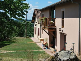 Appartement in Antique Setting, tastefully furnished, in large garden with pool