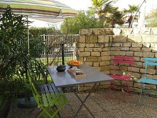 Appartement de charme à 200 m de la plage avec jardinet dans rés. avec piscine