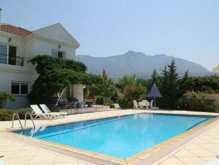 Villa Manolya avec belles vues mer et montagnes +piscine, jardin et bon quartier