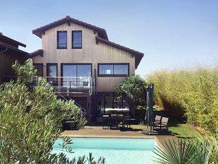 Villa en bois face a la mer