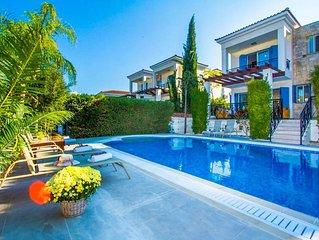 Villa Galina: Large Private Pool, Walk to Beach, Sea Views, A/C, WiFi, Eco-Frien