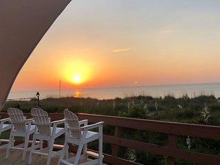 A MINI PARADISE-'THE FRISKY DOLPHIN'PRIVATE BEACH- 3BED, 2BATH!!