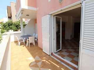 Two bedroom apartment with terrace and sea view Mandre (Pag) (A-6418-e)