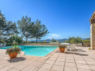 Wonderful private villa for 8 guests with private pool, TV, balcony and parking
