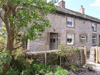 Charming little cottage in the beautiful Peak District village of Youlgreave