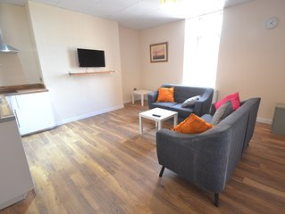 beautiful modern city apartments 5 mins from local transport links