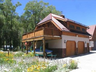 Cozy Bungalow 5 Minutes from Ouray & Hot Springs.