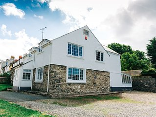 Ty Gwyn - Lovely St Davids Holiday House (sleeps 2-8) with Parking