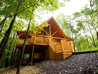 Redwood Lodge-5Bd,3Ba-Covered Porches,Fire pit, Hot Tub, Rec Room, WiFi