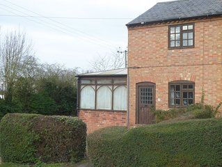Rose Cottage, a comfortable cottage with Wifi close to Stratford on Avon