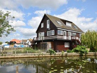 The Haven - Stunning 3 Storey Waterside Property - Sleeps 6+2