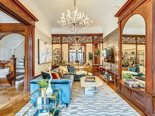 Stayloom's Dazzling Luxe Brownstone | 5 min to A/C