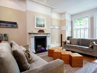 Rare 6BR retreat with a large garden, easy reach of London Waterloo, by Veeve