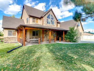 Spacious and elegant lodge-style home with a private hot tub!