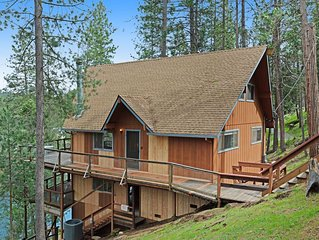 Lakefront home w/ private dock, kayaks, deck & pool table!