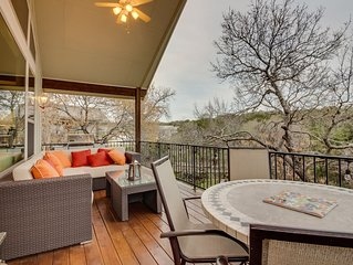 Family-friendly Hill Country home w/ cozy furnished deck, ping-pong table