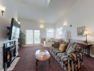 Oceanfront suite w/ deck, beach view, fireplace & jetted tub!