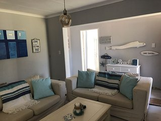 "Modern ""beach feel"" cottage in the beautiful quiet suburb of Fairland."