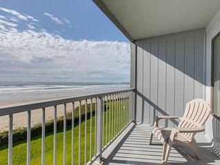 Modern oceanfront studio condo on Nye Beach w/ seasonal shared pool