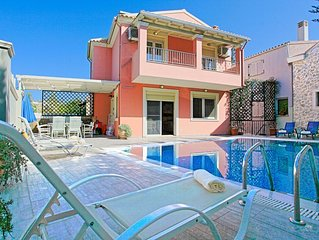 Doctors House: A modernly designed villa, private pool, a short walk from the ce