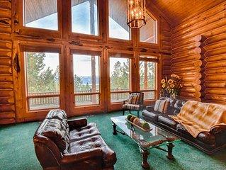 Luxury Log Cabin Near Cascade Lake, 80 Acres, Sleeps 22+, RVs Welcome, Cascade,