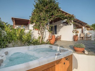 Delightful house with hot tub, 100m from amazing beach, sleeps 8 people