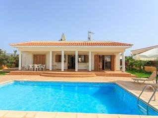 Achilles Beach Villa: Large Private Pool, Walk to Beach, Sea Views, A/C, WiFi, C
