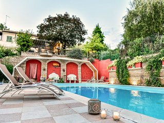 ELEGANT HOLIDAYHOUSE PRIVATE POOL FITNESS AREA BIG GARDEN GREEN AREA OF CITY