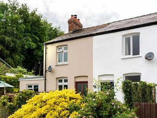 Bede's Cottage - One Bedroom House, Sleeps 2