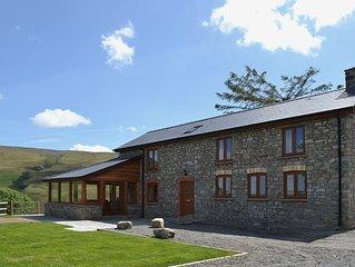 3 bedroom accommodation in near Llanwrthwl, Powys