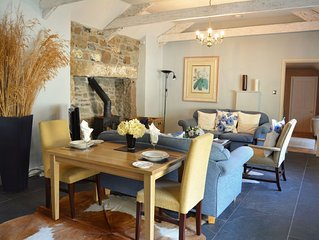 From £46 pppn. Luxury 5-star single-storey cottage for two on the Bonython Estat