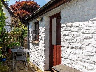 Carpenters Cottage - One Bedroom House, Sleeps 2