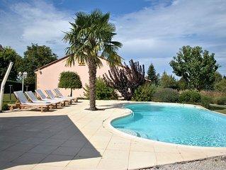 Terrace, villa met zwembad met uitzicht op de heuvels en privé zwembad