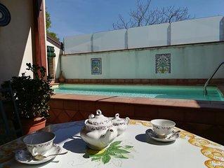 elegantissima villa  in stile siciliano con piscina da 2 a 10 posti letto.