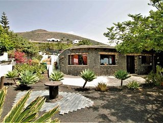 Casa Tabobo - Refurbished 100 year old finca with stunning sea views and hot tub