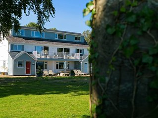 Ty Stabl - luxurious sleeps 9 +2, dog friendly with stunning sea views & garden