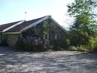 Countryside setting ,with walks nearby only 1 mile from town centre.
