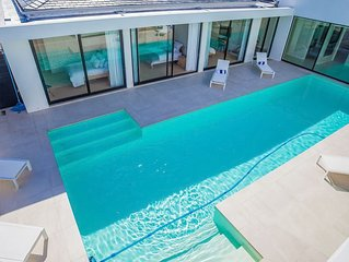 5 Bedroom Villa on a secure golf estate near Franschhoek, Western Cape.