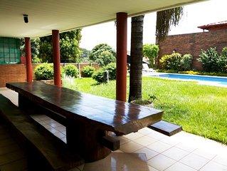 4 Chambres, Villa, Piscine, Jardin tropical au Paraguay en Amerique du Sud